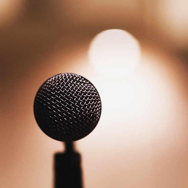 Mikrofon Bühne Selbstsicher Präsentieren