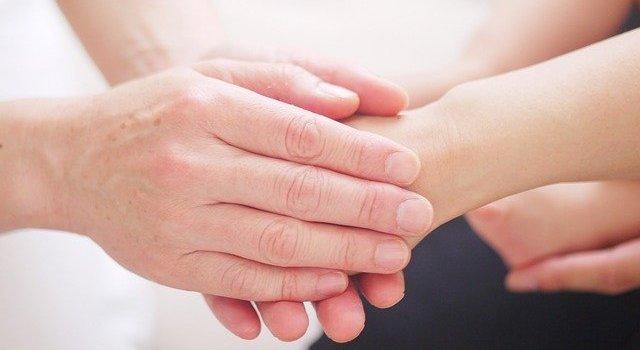 Kinesiologie Hände Hypnose