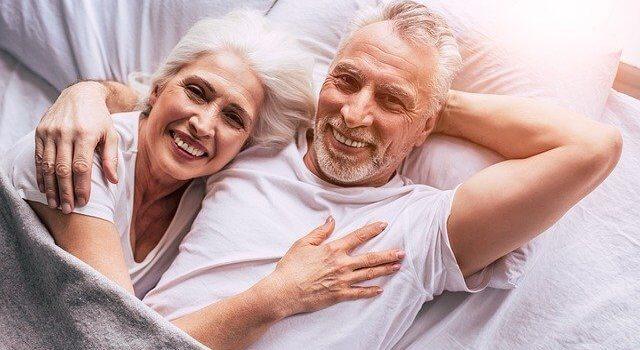 Körperkontakt Berührung Senioren